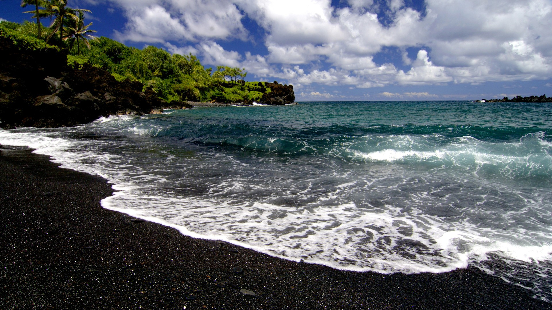 top 10 destinatii unde sa-ti petreci luna de miere black sand beach hawaii blog calator