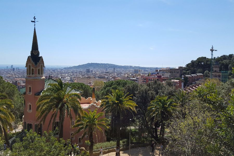 plimbare in park guell barcelona
