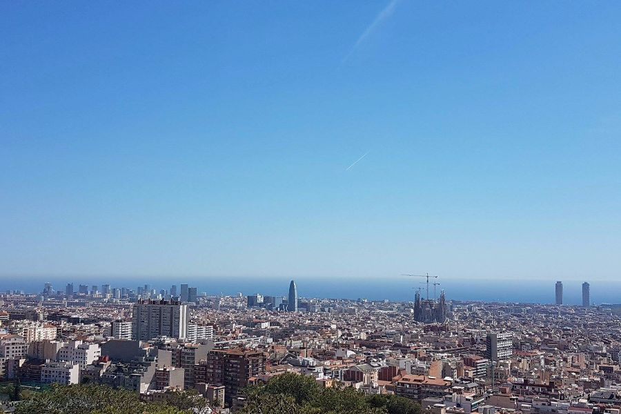 vedere park guell catre mare barcelona