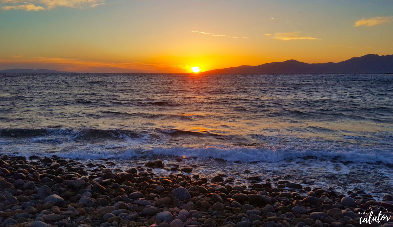 apus plaja houlakia mykonos paradisul din marea egee