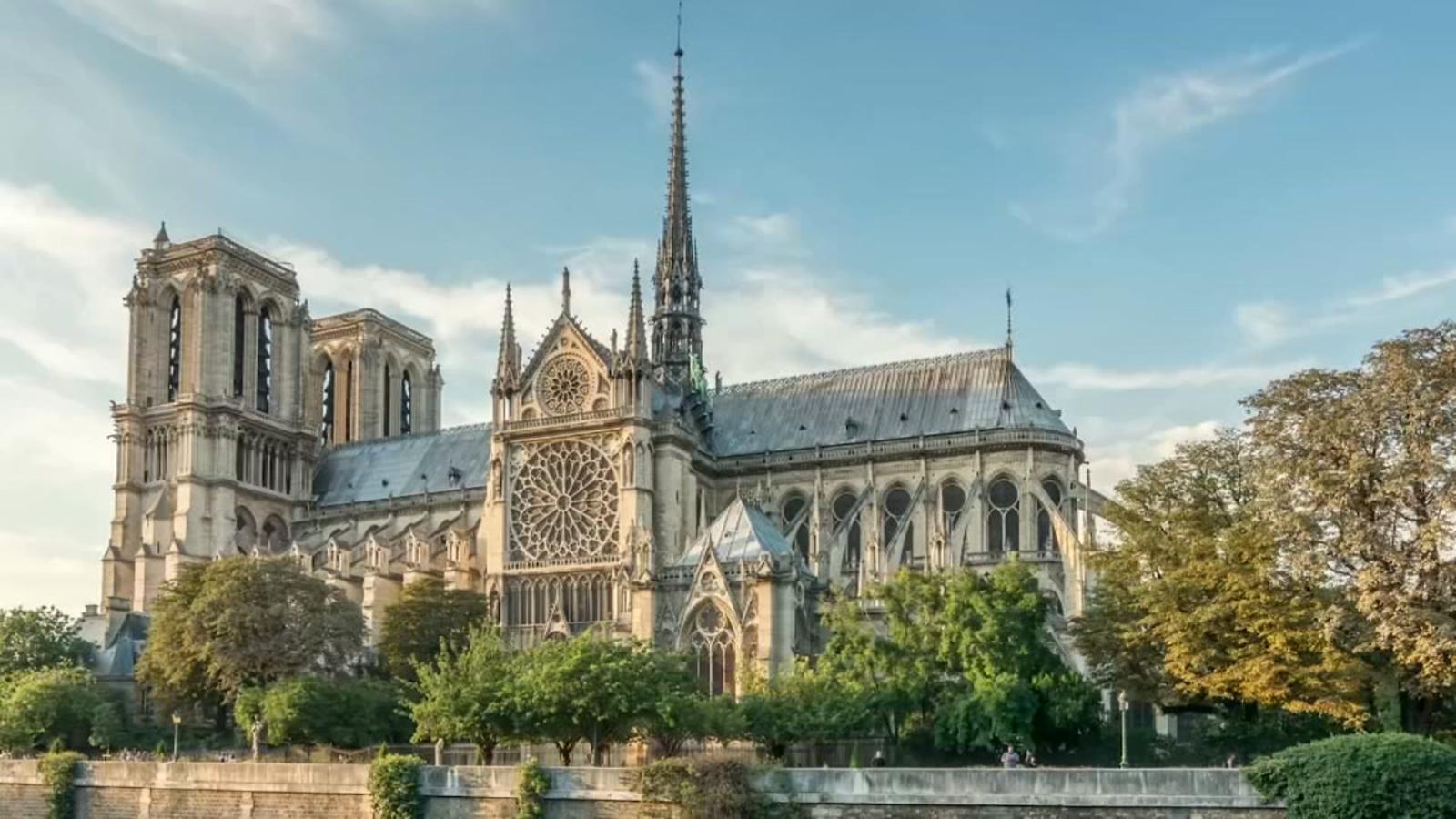 catedrala notre-dame de paris incendiu in flacari inainte